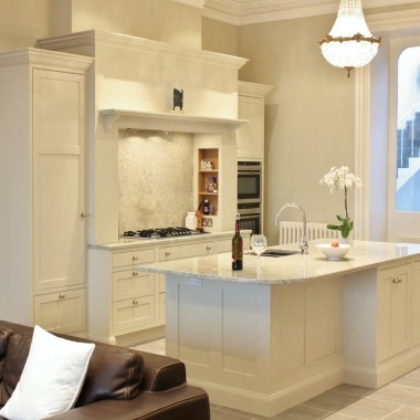 Classical_bespoke_handpainted_kitchen_1