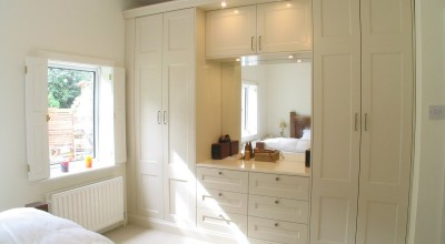 Traditional_cream_wardrobes_1