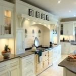 Traditional_handpainted_cream_kitchen_2