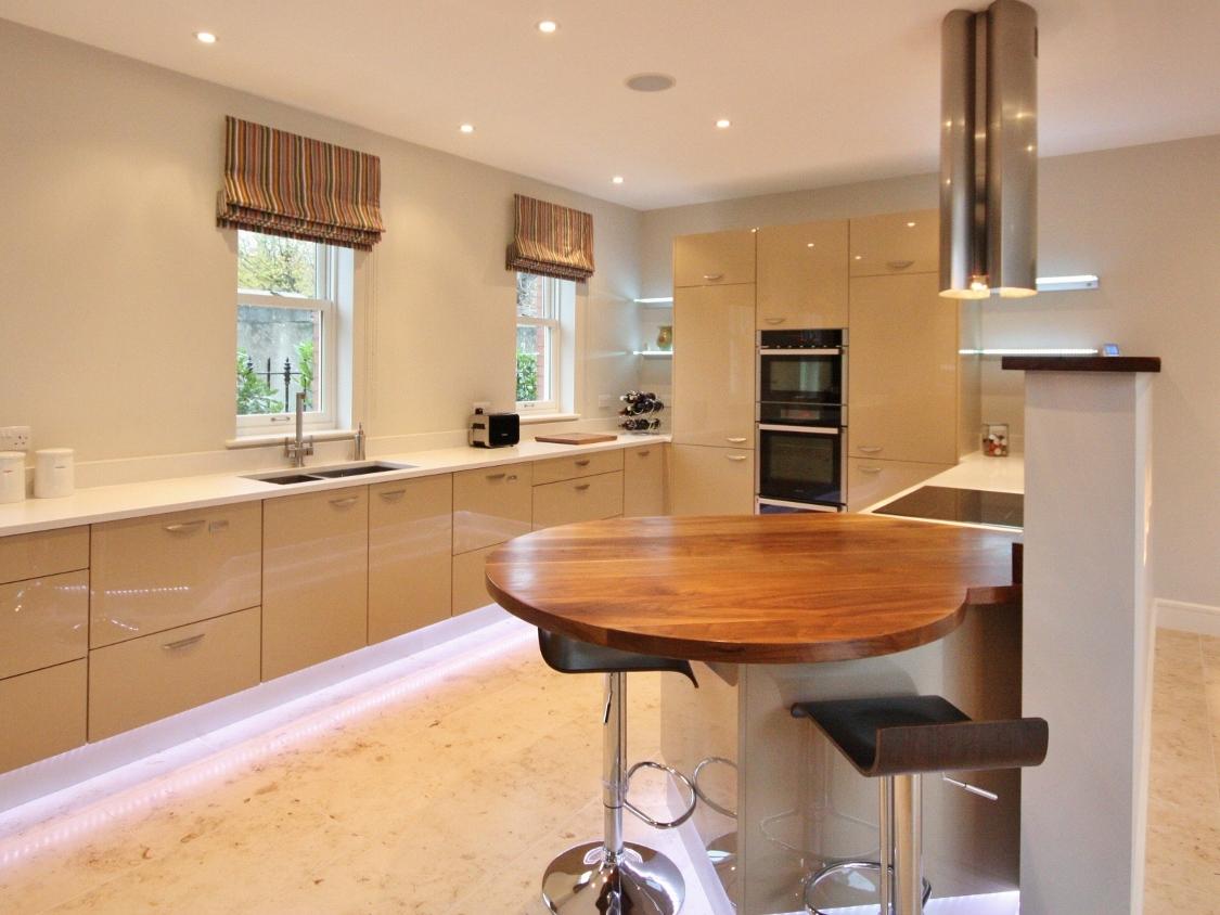 Cream gloss kitchen designs for Kitchen designs gloss