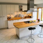 white_with_oak_worktop_3