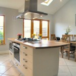 white_with_oak_worktop_4