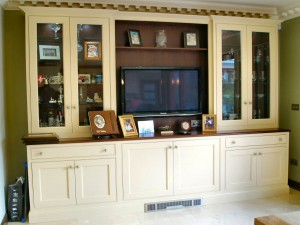 Classical_style_painted_cream_and_walnut_kitchen_enigma_design_5