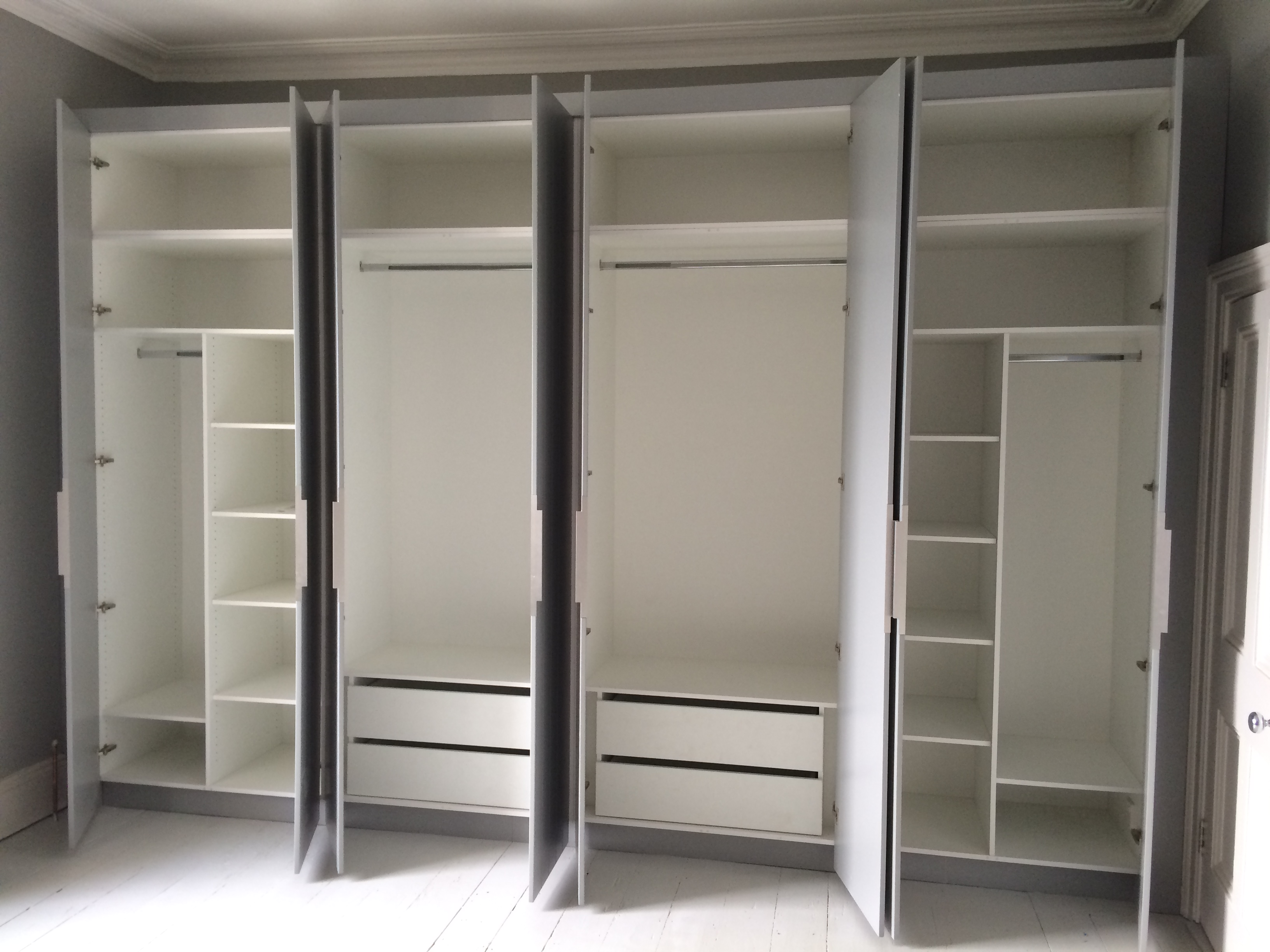 Flat panel grooved wardrobes 2