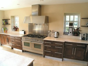 Modern_framed_Walnut_kitchen_2