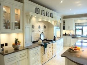 Traditional_handpainted_cream_kitchen_2